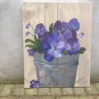 viooltjes op steigerhout