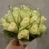 bruidsboeket roosjes met beargras .JPG